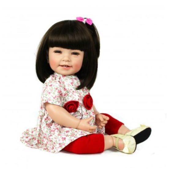 Adora pop Mila met een rozen jurkje